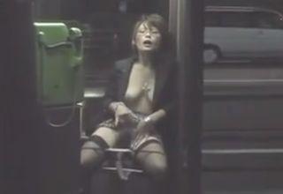 変態マゾ女が命令されて野外オナニー!通行人に撮影までされちゃってるのに、嫌がるどころか興奮しちゃうwww