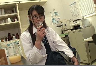 【阿部乃みく 夢実あくび】科学部のオタク部員に媚薬飲まされちゃった真面目系JK。みるみるエッチに豹変して行き・・・
