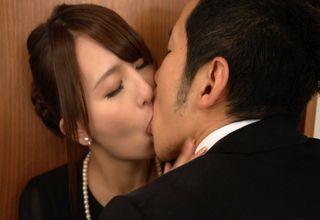 【希崎ジェシカ】夫に先立たれた悲しみも性欲には勝てず・・・!黒衣のまま、男を激しく求める淫らな未亡人!!