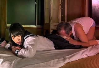 【裕木まゆ】ウブで可愛いパイパンロリ女子○生娘を毎晩近親相姦中出しレイプしまくるマジ○チおやじ・・・・