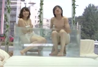 【宮地藍】マジックミラー号で女子大生が混浴温泉!?w一緒に入浴した男友達のアソコがビンビンになっちゃって。。。w
