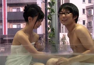 【吉井ありさ】実験!マジックミラー号の中で友達同士の男女に混浴させてみたら・・・