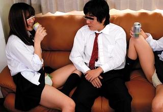 可愛い女子○生のクラスメイトに媚薬を飲ませ、発情したところをパコり放題な最低男wwwwww