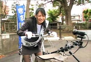 【妃悠愛】商店街を自転車で回る美女候補者のサドルに仕込まれた極太ディルドで連続アクメ!?