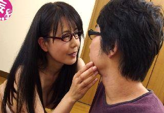 【三浦恵理子】熟れた家庭教師の体が気になり勉強が手につかない