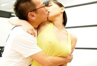 【鈴木心春】桃色美乳激かわ女優wノーブラタンクトップやJK制服着衣で・・