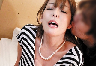 【朝桐光】「久しぶりだから興奮しちゃう・・・」セックスレス2年の美魔女妻が旦那に内緒でAV出演。マン汁垂れ流し感じまくる姿が極エロです(*´Д`)