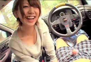【希美まゆ】お礼にエッチするヒッチハイクでどこまでいけるか!?運転席で勃起チ○コを丁寧なフェラするエッチな顔がエロすぎてたまらないww