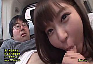 【彩乃なな】オタっぽい男性を車内に連れ込み性奉仕w可愛いおねえさんが手と口でスッキリさせちゃう♪