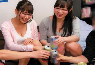 お酒に酔った女子大生がエッチモードに豹変w王様ゲームの内容もどんどん過激に・・