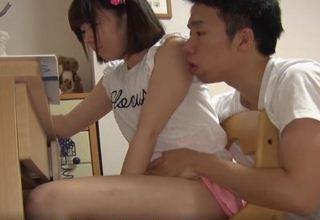 【篠崎みお】妹に勉強を教えながら体をまさぐる変態兄w兄妹近親相姦www