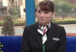 【大場ゆい】早漏君が美人スチュワーデスのフェラ手コキにザーメン発射www