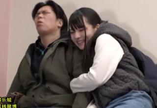 【あべみかこ】チンチン大好き♡映画館でも手コキしはじめちゃう変態娘w