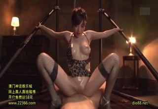 【里美ゆりあ】拘束されている男を見て、マンコを濡らす淫乱巨乳美女が、マゾ男のペニスを騎乗位ファックで悦ばせる