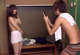 【素人】見るからにスケベそうな美熟女妻が若い男子大学生に口説かれてその気になっちゃってるwwww
