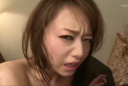 【吉沢明歩】無理やり挿入されて睨みつけてくる顔に興奮するwww