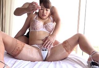 【谷田部和沙】スケスケランジェリー姿でローションセックスするむちむちお姉さん。
