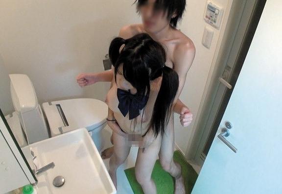 【素人】めっちゃ可愛いツインテ女子○生がナンパ男にパコられてる盗撮セックス映像が流出!