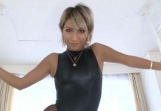 【AIKA】卑猥な淫語と食い込み過ぎなハイレグコスでド変態なエッチ披露!