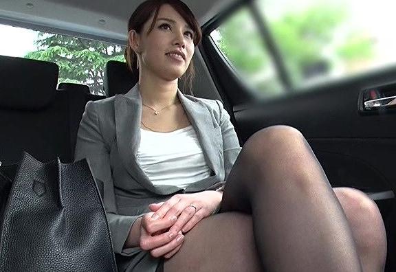 【素人】パンストスーツ姿がエロい美巨乳若妻をナンパしてガチSEX交渉。