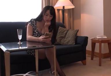 【白石茉莉奈】高級ホテルにM男を呼び出し射精させちゃう爆乳痴女
