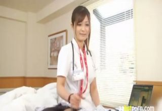 【さとう遥希】医療行為なので大丈夫?!医師に患者の精子採取を命じられたからと、平然と手コキをする美人ナースw