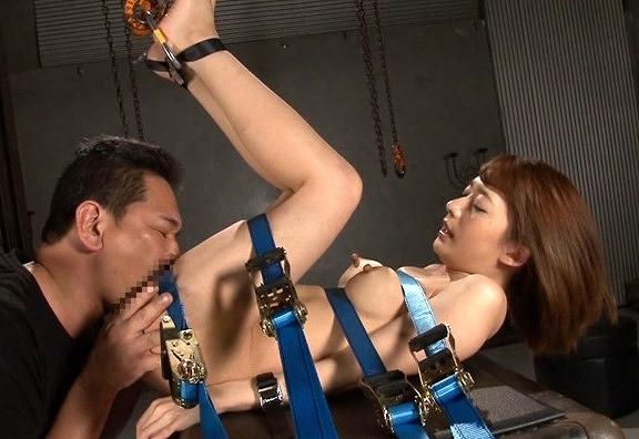 【麻里梨夏】ちゃんをベルトで縛ってイマラチオ&挿入レ●プ!おま○こ痙攣させながら中イキしちゃってますwww