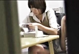 【素人】妹の部屋を盗撮して着替えにドキドキ!?勉強姿やオナニーまで見ちゃって背徳感がたまらないwww