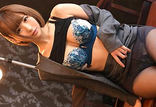【Minami】年収2500万の凄腕外交員の彼女が若い男性と性交渉したいと大宣言
