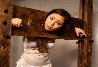【仁美まどか】全身を縛られ延々と続く拷問!首枷をハメられ強制イラマ