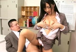 【大槻ひびき】性欲ハンパない痴女教師が理性失い同僚の男とまさかの職員室ファックwwwwwww