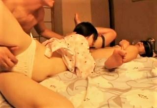 逃げ場ナシ…変態父に犯される女子校生の娘の声は母親には届かない!?すぐそばでヤリまくってるのにwww