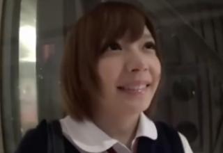 【麻里梨夏】童顔ロリ女子◯生と制服着たままエッチ♡