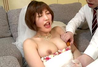 ウェディングドレス姿の花嫁が睡眠薬で眠らされて調教される!イラマチオが激エロです♪