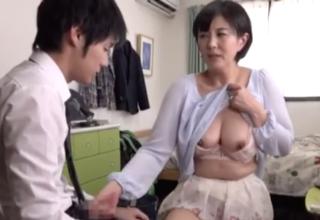熟女な家庭教師がおっぱいみせながら手コキ♡熟女のエロテク見せてあげる♡
