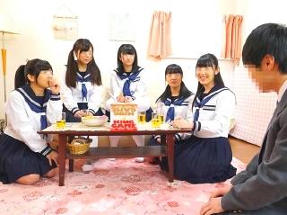名門女子校に通う制服美少女5人と男1人でハーレム王様ゲームスタートwww