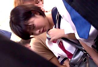 通学電車で痴漢されてしまった童顔なショートカット女子校生・・・