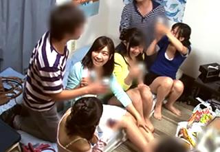 【素人 王様ゲーム】サークルの飲み会で初めての乱交経験を女性3人にさせる!||pornhub,動画共有サイト,巨乳,素人,美少女
