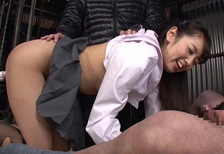 男慣れしてなさそうなお嬢様女子○生を廃工場に連れ込み、強引に中出しレイプ。