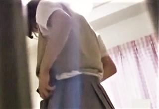 【素人】無防備にくつろぐ妹盗撮!?真面目に勉強から着替えオナニーまで女子校生の私生活に興奮が止まらないww