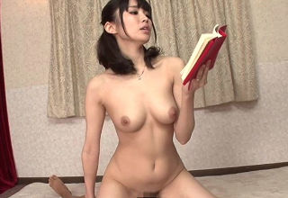 おぱんつ濡らしながら息子に官能小説を朗読する変態ママ