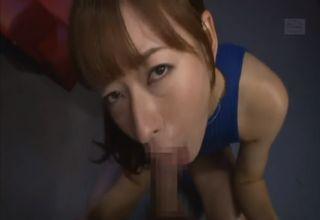 【徳島えり】美女がペニスを咥えて熱烈奉仕。その激しさもさることながら、亀頭や玉を愛おしげに舐める表情がスケベすぎるw