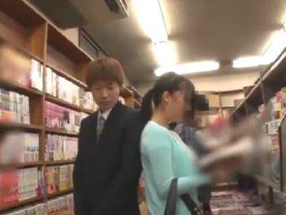 書店で大人しそうな女性客に偶然を装って接触w中出ししちゃったwww