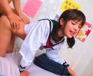 【桃乃木かな】セーラー服着衣の美少女風俗嬢に、素股で盛り上がったところで「挿入していい?」
