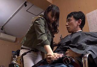 【素人】エロ可愛い美容師さんの股間が密着してちんぽが勃起||Tube8,動画共有サイト,お姉さん,ハメ撮り,素人