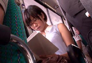 【紗倉まな】バス車内という密室で繰り広げられる痴漢・陵辱行為