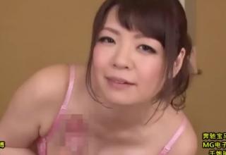 【水城奈緒】むっちり豊満熟女のいやらしい手つき♡ねっとり手コキ責め♡