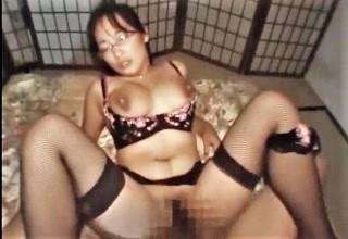 【素人】快感に母乳撒き散らしながらセックスする人妻のエッチなカラダに勃起チ○コがアツい
