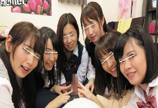 【素人】美少女JKたちがチンポに群がってデカチンを取り合い