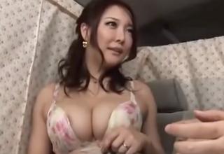 【羽生ありさ】むっちり巨乳な奥様をナンパしてホテルでパイズリSEX!